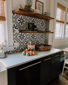 If you want to do something bold and unique in your culinary headquarters, we highly recommend that you consider including a Mexica-inspired tile backsplash. Home Kitchens, Kitchen Design, Tile Backsplash, Mexican Tile Kitchen, Modern Kitchen, Home Decor Kitchen, Kitchen Interior, Kitchen Tiles Backsplash, Kitchen Style
