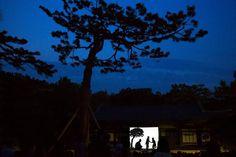 People watch a shadow play performance at Changgyeonggung Palace in Seoul, South Korea May 6, 2015. REUTERS/Thomas Peter
