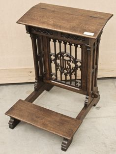 Hand-crafted from solid French oak. Circa 1850s. Measures 33.5 x 26 x 26; kneeler 6.