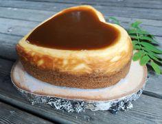 Paistettu dominojuustokakku suklaakuorrutteella Brownies, Cheesecake, Pudding, Baking, Desserts, Food, Bread Making, Meal, Patisserie