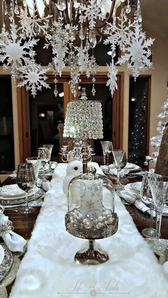 Silver Christmas Decorations are certainly one inseparable the main Christmas holidays, without which Christmas would lose all its color, spirit, warm. Christmas Table Settings, Christmas Tablescapes, Christmas Table Decorations, Decoration Table, Christmas Themes, Holiday Tablescape, Winter Decorations, Outdoor Decorations, Christmas Chandelier Decor