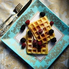 An easy waffle recipe with no buttermilk or yeast in sight! You can keep the batter covered in the fridge for up to a week. Just be sure to whisk well before using again. You may also use wholemeal flour in this recipe. Healthy Diet Snacks, Healthy Waffles, Yummy Snacks, Quick Snacks, Uk Recipes, Brunch Recipes, Sweet Recipes, Cooking Recipes, Banting Recipes