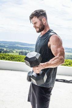Chris Hemsworth Thor, Hotel Room Workout, Snowwhite And The Huntsman, Celebrity Workout, Celebrity Guys, Celebrity Style, Z Cam, Australian Actors, Cute Actors