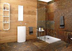salle de bain en bois et pierre avec paroi de douche fixe