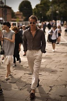 Discover Spring & Summer Men's Fashion Trends, News inspration, style and other ideas to try. Get updated with all men fashion news and latest articles including celebrities, fashion, hot trends and much more! Stylish Mens Fashion, Latest Mens Fashion, Men Fashion, Italy Fashion, Fashion Wear, Fashion Styles, Fashion Photo, Fashion Brands, Fashion Trends 2018