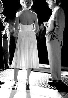 Mesmo quem nunca viu nenhum filme da loira, já deve ter se deparado com a célebre imagem do vestido branco voando ao ser atingido pelo vento...