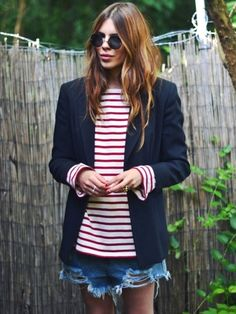 A nautical look to keep in your pocket for Spring/Summer.  Red breton stripe, navy blazer, destroyed denim.