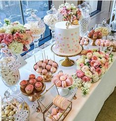 Elegant gold and pink birthday Gold Birthday Party, Pink Birthday, Candy Table, Candy Buffet, Sweet 16 Parties, Wedding Desserts, Cookies Et Biscuits, Sweet Sixteen, Dessert Bars