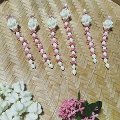Do it with ChogachiYellowFlower Floral Garland, Flower Garlands, Flower Decorations, Flower Rangoli, Thai Art, Clay Flowers, Flower Show, Floral Bouquets, Flower Crafts