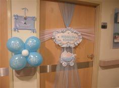 Doğuma bir ya da birkaç ay kala ise, bebeğinizin doğum günü için hazırlıklar baş gösterir. Son yıllarda doğum odası süsleme modelleri çok daha arttı..