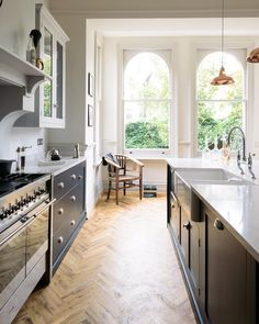 The Crystal Palace Kitchen by deVOL: Kitchen units by deVOL Kitchens. The Crystal Pala Family Kitchen, Kitchen Living, New Kitchen, Kitchen Decor, Modern Shaker Kitchen, Kitchen Ideas, Kitchen Planning, Loft Kitchen, Kitchen Layouts