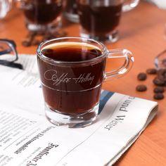 Espresso ist etwas für richtige Genießer. Nicht viele nehmen sich die Zeit für einen guten Espresso. Doch wer dies oft und gerne tut, der braucht dafür auch eine geeignete Tasse.  Unsere Espressotasse ist von der Marke Leonardo und besteht aus Glas. Das Tässchen besitzt einen Henkel, wodurch es bequem in der Hand liegt