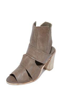 FREE PEOPLE Effie Block Heel Sandals. #freepeople #shoes #каблуке