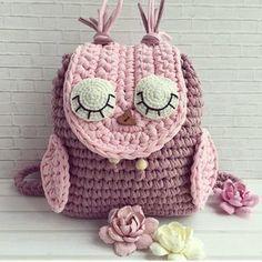 Yok mu cocugu anaokuluna ilkokula baslayan yapiversin hemen bu guzellikten . . @vyazayushka . . #orgu #örgü #tigisi #handmade #elemegi #crochet #knit #hook #yarn #crocheter #crochetersofinstagram #knitter #knittersofinstagram #blanket #crochetbasket #fashion #baby #crocheters #knitters #amigurumi #penyeip #tshirtyarn #paspas #orgucanta #crochetbag #yastik #orguyastik #crochetpillow #pillow