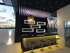 Ideas de minibares para casa que debes ver en cuanto antes Modern Home Bar Designs, Patio, Room, Bar Home, Riddling Rack, Environment, Wine Pairings, Home Bar Decor, Home Bar Designs