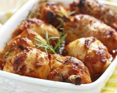 A quick and easy chicken dinner that is guaranteed to tantalize the taste-buds with a savory flavor and a hint of sweet. Diabetic Chicken Recipes, Slow Cooker Recipes, Cooking Recipes, Baked Chicken Legs, Tasty Dishes, Good Food, Healthy Eating, Curry, Dinner