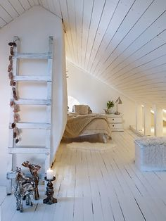 19 Ideas of Minimalist and Modern Attic Bedroom - decoratoo Attic Room Decoration 13 Result Attic Bedroom Designs, Attic Bedrooms, Attic Design, Attic Loft, Loft Room, Bedroom Loft, Attic Office, Attic Renovation, Attic Remodel