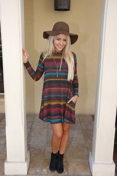 This striped number is so easy to throw on and go today! Grab a hat and necklace and out the door you go. #ShopALB #Fall #FloppyHat #ApricotLaneTS #Fall