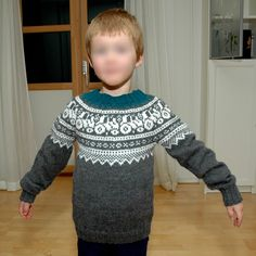 MAJAS HOBBYKROK: Traktorgenser (oppskrift) Knitting Designs, Knitting Patterns Free, Baby Knitting, Free Pattern, Knit Baby Shoes, Kids And Parenting, Christmas Sweaters, Barn, Children
