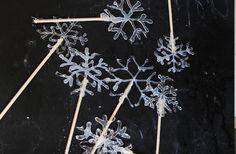 für eine Torte zubereitete Schneeflocken aus Zucker - Schneeflocken Bilder