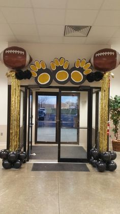 Football banquet Cheer Banquet, Football Banquet, Football Cheer, Youth Football, Football Crafts, Football Birthday, Football Decor, Football Tailgate, College Football