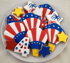 Naturally, we are obssessed with these 4th of July hot air balloon, fireworks  star cookies!