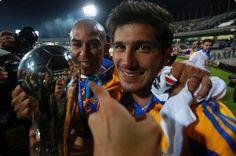 Damián Álvarez Campeón con Tigres UANL 2015 en el Olímpico Universitario