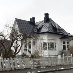 Mitt Lilla Villa Vita! #lillavillavita #anno1909 #byggnadsvård #jugend #nationalromantik #glasveranda