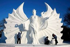 Ice and Snow Sculpture Festival in Harbin 2015: http://www.playmagazine.info/ice-snow-sculpture-festival-harbin-2015/