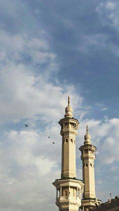 Quran Wallpaper, Mecca Wallpaper, Islamic Quotes Wallpaper, Beautiful Mosques, Beautiful Places, Mekka Islam, Mecca Kaaba, Muslim Images, Muslim Culture