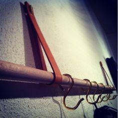 mosterkaren: DIY - Knagerække af træ og læder