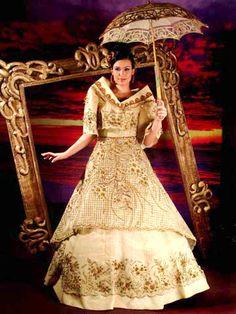 Woman in Maria Clara dress Maria Clara Dress Philippines, Philippines Dress, Les Philippines, Philippines People, Modern Filipiniana Gown, Filipiniana Wedding, Wedding Gowns, Filipino Fashion, Philippine Fashion