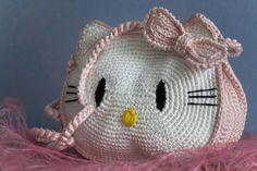 crochet Hello Kitty purse - (view 1.of.2) - free pattern on 3 videos  (video 1=)  https://www.youtube.com/watch?v=8lR1Cvb8-Mw --- (video 2=)  https://www.youtube.com/watch?v=v_7Y0np1BKM --- (video 3=)  https://www.youtube.com/watch?v=I8gS977KsQ4