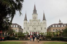 New Orleans is one of those destinations that everybody raves about. Here are 9 bucket list things to do in New Orleans!