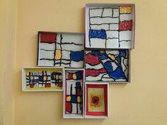 Mini museo: Mondrian y Kandinsky  Los alumnos de 2° de primaria recrean los cuadros de estos pintores. Mondrian, Kandinsky, Gallery Wall, Mini, Frame, Home Decor, Science Area, Museums, Manualidades