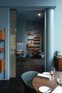 Wall colour with tan that pops Note - chairs match walls Restaurant Fitzgerald, Rotterdam. Designed by Dis Studio. Café Design, Bar Interior Design, Restaurant Interior Design, Design Trends, Hotel Restaurant, Restaurant Lighting, Hospitality Design, Bar Furniture, Commercial Interiors