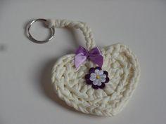 Sewing Tips, Sewing Hacks, Yarn Projects, T Shirt Yarn, String Art, Baby Bibs, Lana, Origami, Crochet Earrings