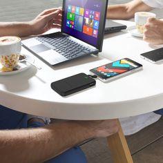 Batería portátil recargable de 5000mAh de capacidad y diseño compacto, perfecta para llevarla siempre contigo y cargar tu smartphone, tablet u otro dispositivo, allá donde vayas. Con indicador LED de carga, cable integrado y salida USB adicional.