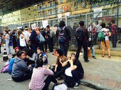 Estudantes no Centro Paula Souza, no fim da manhã desta quinta-feira (Foto: Tatiana Santiago/G1)