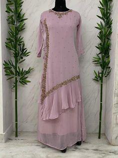 Simple Pakistani Dresses, Pakistani Bridal Dresses, Pakistani Dress Design, Silk Kurti Designs, Kurti Designs Party Wear, Fancy Dress Design, Stylish Dress Designs, Stylish Dresses For Girls, Simple Dresses