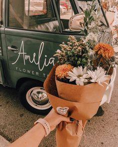 Bouquet of flowers Blooming Flowers, My Flower, Wild Flowers, Beautiful Flowers, Flower Truck, Flower Types, Fresh Flowers, Paper Flowers, Flor Iphone Wallpaper