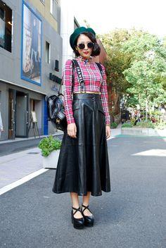 Midi skirt, leatherlook, tartan, croptop, all in a single look!