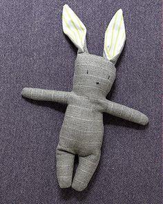 Je serais ravie que mon fils choisisse ce lapin comme objet transitionnel! Je m'y mets.