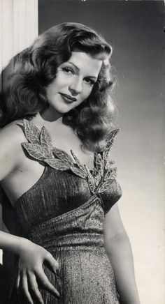 Rita Hayworth vintage Hollywood Rita Hayworth vintage HollywoodYou can find Rita hayworth and more on our website. Hollywood Icons, Old Hollywood Glamour, Golden Age Of Hollywood, Vintage Glamour, Vintage Hollywood, Hollywood Stars, Vintage Beauty, Hollywood Actresses, Classic Hollywood