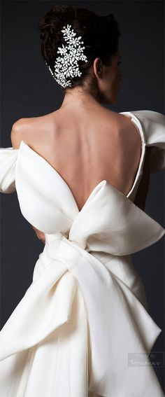 We adore this sculpted bow, and this amazing headpiece from the Krikor Jabotian Fall-winter 2014-2015.