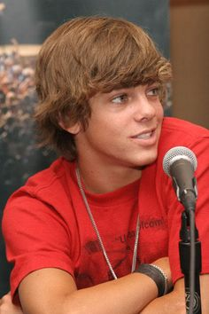 Ryan sheckler is sexy! Teenage Boy Hairstyles, Ryan Sheckler, Summer Music Festivals, Z Cam, Tom Daley, Skater Boys, Celebrity Dads, Hair And Beard Styles, Hugh Jackman