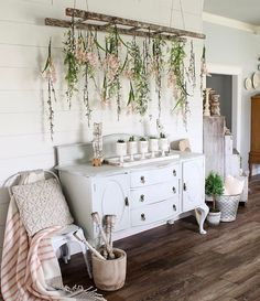 Retro home decor - Inexpensive and brilliant retro decor. retro home decor ideas plants smashing suggestion reference 2720075365 shared on this day 20190316 Retro Home Decor, Diy Home Decor, Vintage Decor, Living Room Decor, Bedroom Decor, Diy Casa, Spring Home Decor, Spring Decorations, Diy Décoration