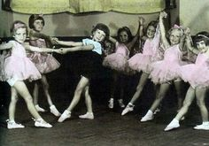 Julia Wells (Julie Andrews) took ballet classes at the age of 5