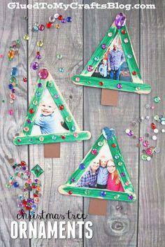 Popsicle Stick Christmas Tree Frame Ornaments - Kid Craft Idea For The Holidays Stick Christmas Tree, Christmas Ornament Crafts, Noel Christmas, Craft Stick Crafts, Holiday Crafts, Craft Ideas, Diy Christmas Frames, Popsicle Stick Christmas Crafts, Craft Sticks