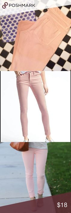 Banana Republic pink skinny crop jeans Pastel pink jeans, skinny fit (but not super skinny). Very similar to this season's style (pic2), but lower on the waist. great used condition! Size 26S Banana Republic Jeans